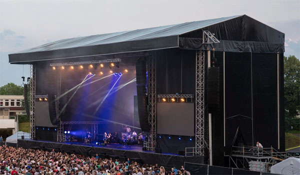 Große Pultdachbühne zu vermieten für Konzerte